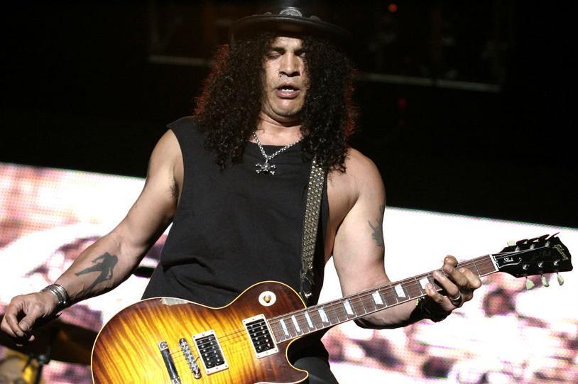 Slash tocando en directo